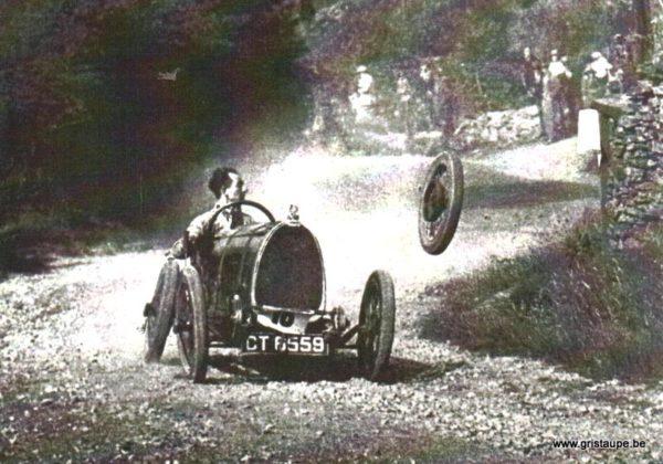 carte postale noir et blanc car race