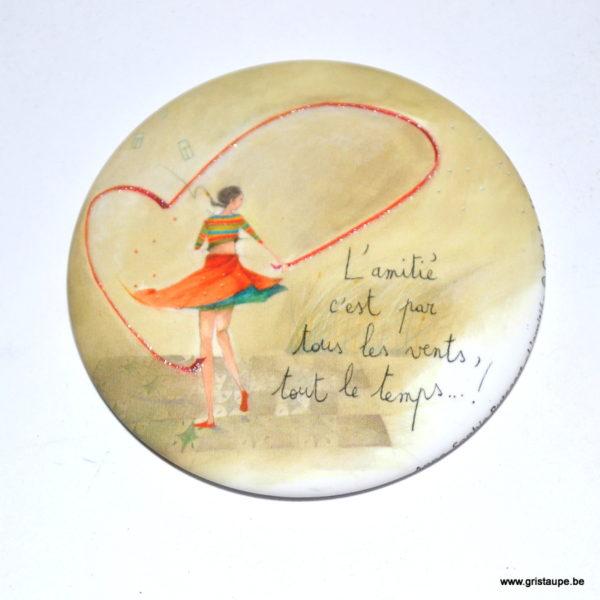 magnet illustré par anne sophie rutsaert et édité aux éditions des correspondances l'amitié c'est par tous les vents tout le temps