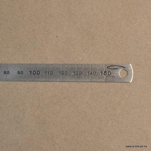reglet en métal de 15cm de long