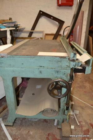 cisaille ancienne pour les travaux d'encadrement cartonnage ou reliure