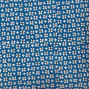 papier japonais ou washi katazome décoré au pochoir trèfles blancs sur fond bleu