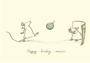 Carte de voeux avec texte en anglais représentant 2 souris blanches jouant au foot avec une boule de Noël