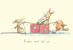 Cartes de voeux avec texte en anglais représentant deux souris et un rouge-gorge en train d'emballer un cadeau de Noël
